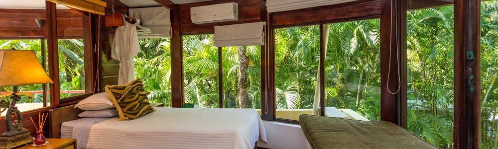Discovery-Beach-House-treehouse-bedroom-1 header