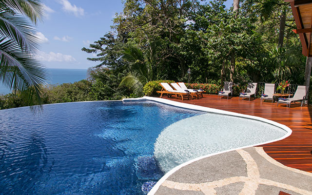 Casa maravilla manuel antonio infinity pool overlooking the Pacific