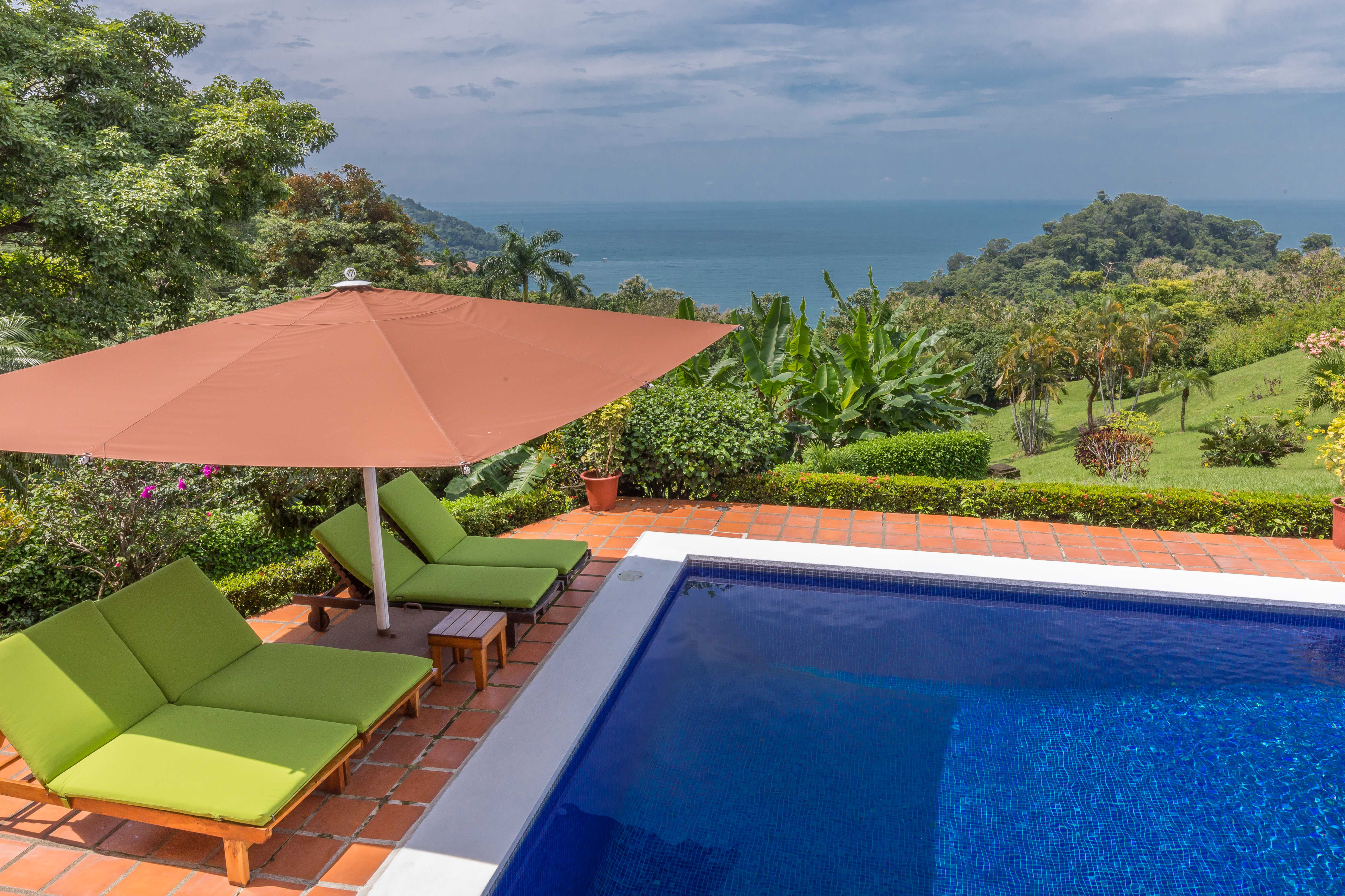 Relaxing Poolside with great Ocean view