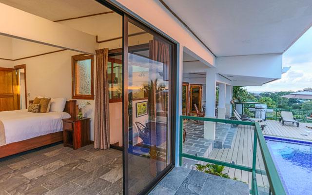 Casa Grande Vista bedroom and pool