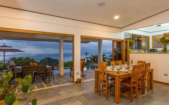 Casa Grande Vista indoor dining