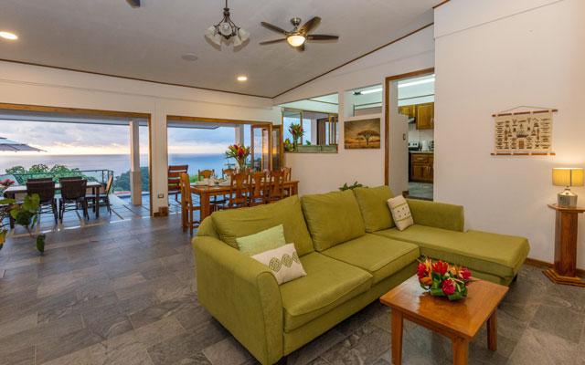 Casa Grande Vista living room
