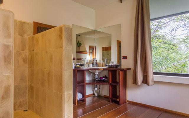 Casa Luz bathroom