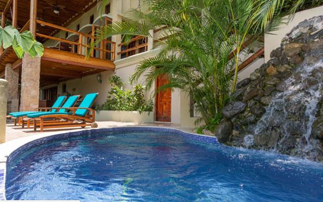 Casa-Pura-Paz-pool
