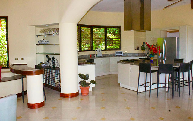 Casa Tranquilidad kitchen and bar