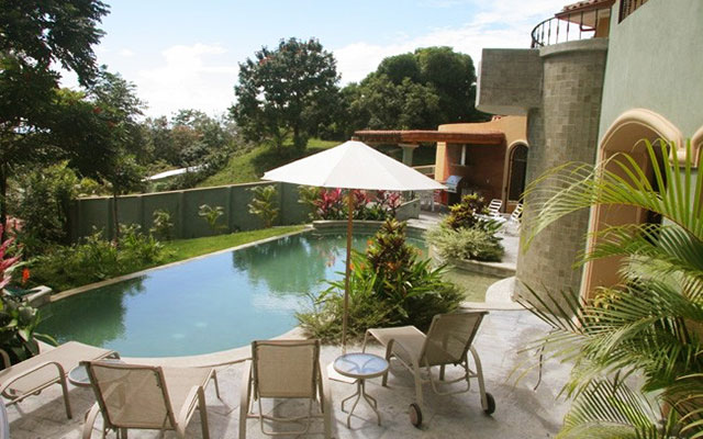 Casa Tranquilidad pool and terrace