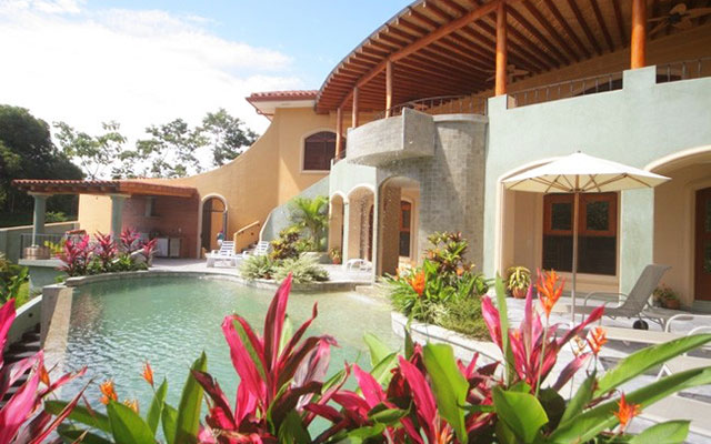 Casa Tranquilidad pool and house