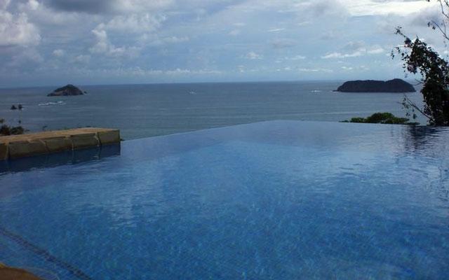 Vista Oceana pool view