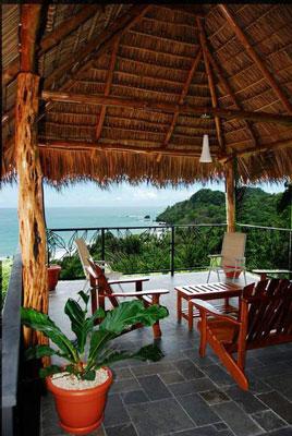 Vista Oceana large covered deck