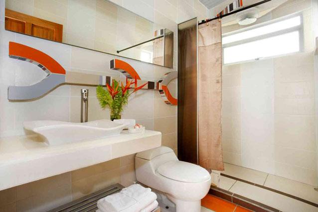 Manuel Antonio Home Rentals: Espadilla Ocean Club bathroom shot