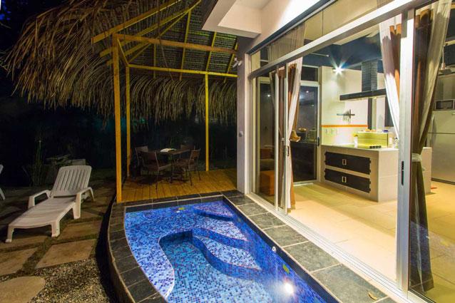 Manuel Antonio Home Rentals: Espadilla Ocean Club pool night