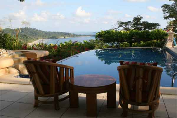 Manuel Antonio Rentals: Villa Vigia pool deck and view