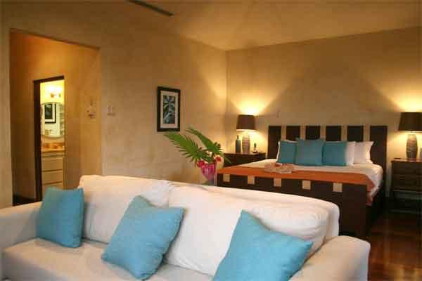 Manuel Antonio Rentals: Villa Vigia bedroom sofa