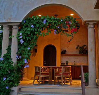Manuel Antonio Rentals: Villa Vigia patio dining