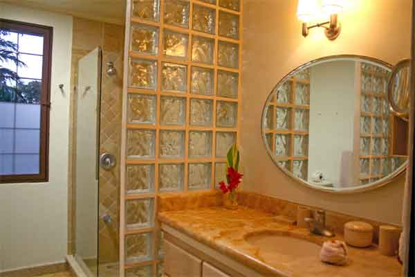Manuel Antonio Vacation Rentals: Villa Vigia bathroom