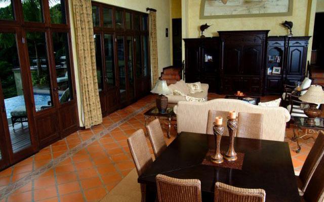 Manuel Antonio Vacation Villas: Casa Carolina dining room