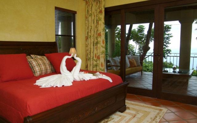 Manuel Antonio Vacation Homes: Casa Carolina master bedroom