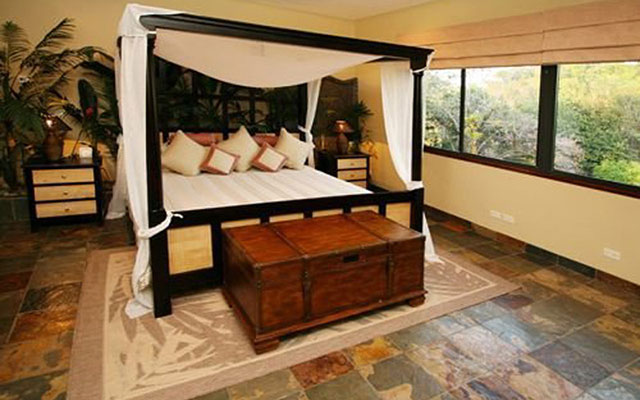Casa Reserva master bed