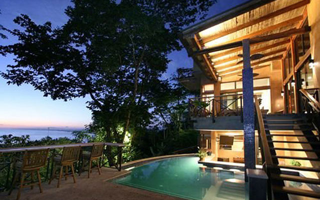 Casa Reserva terrace and pool