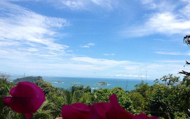 Villa Vista del Mar queen suite view