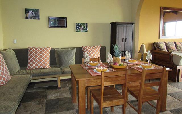 Villa Vista del Mar king dining