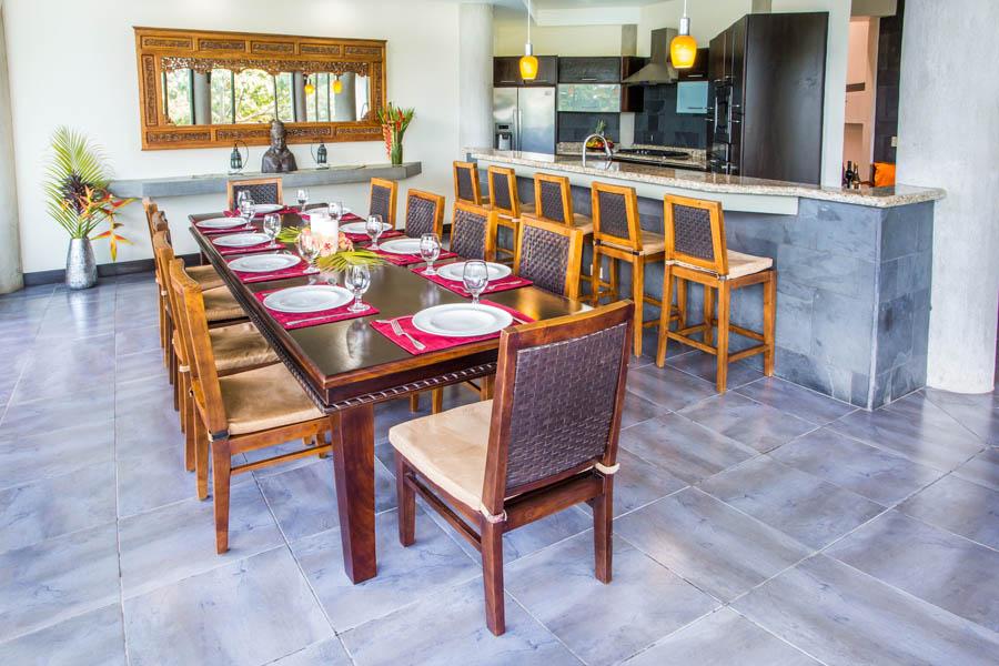 Villa Perezoso dining room