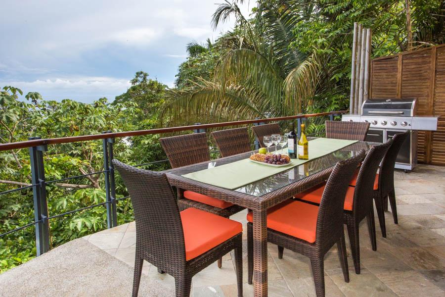Villa Perezoso outdoor dining