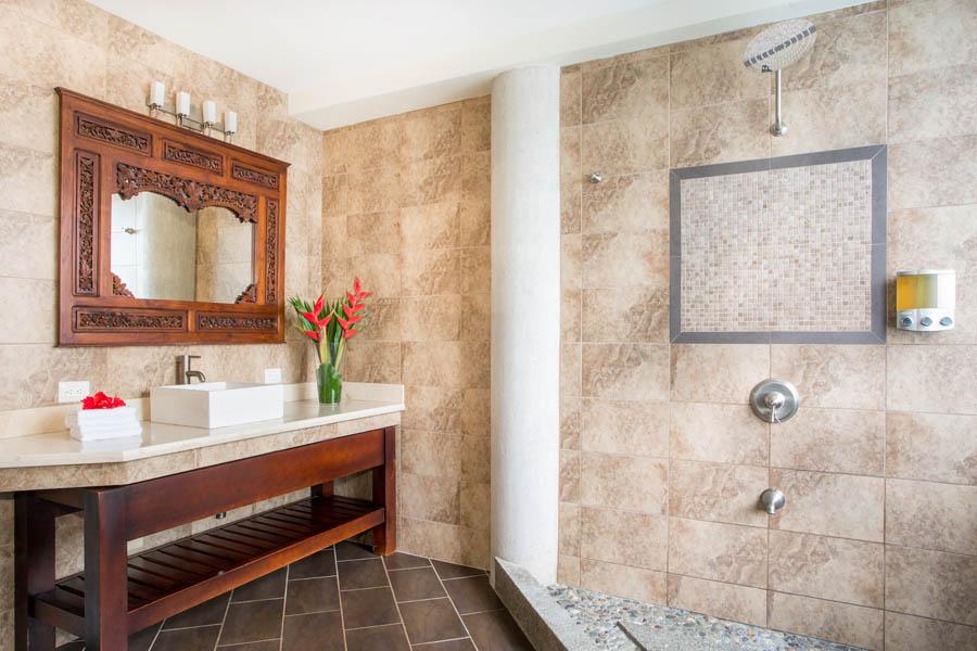 Villa Perezoso bathroom 2
