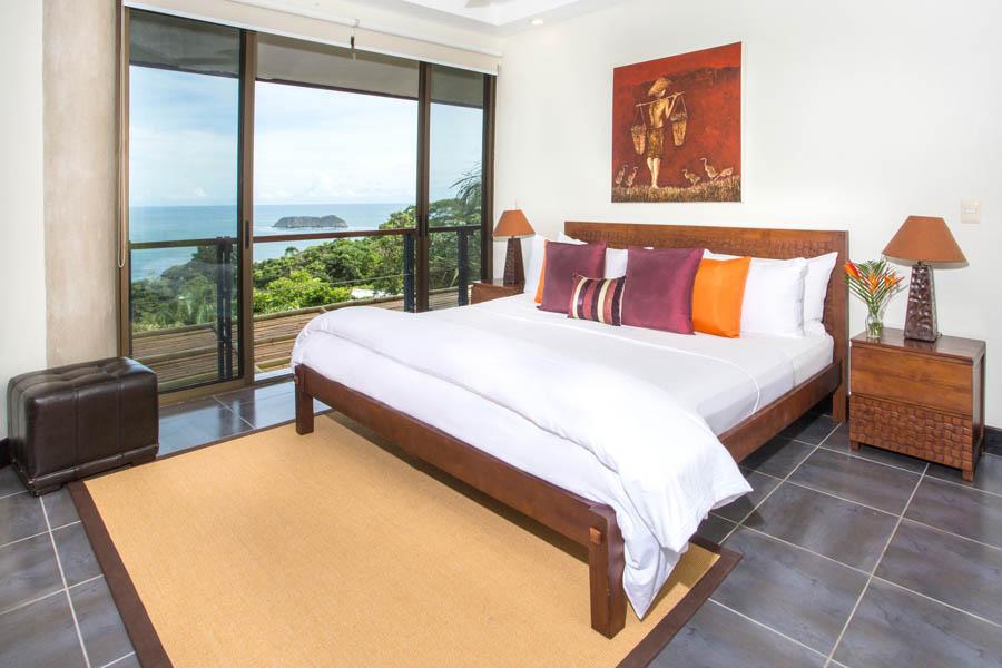 Villa Perezoso penthouse bedroom 1