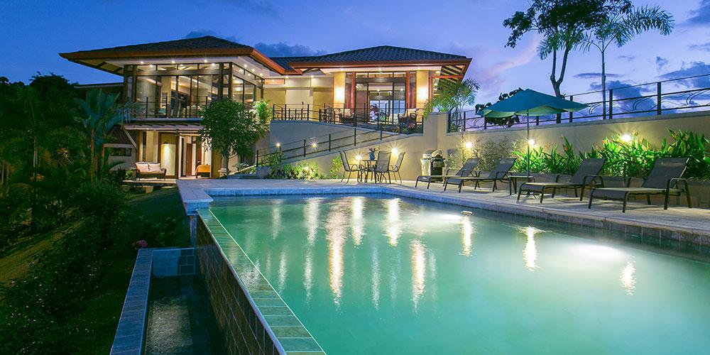 Casa Anaka exterior and pool