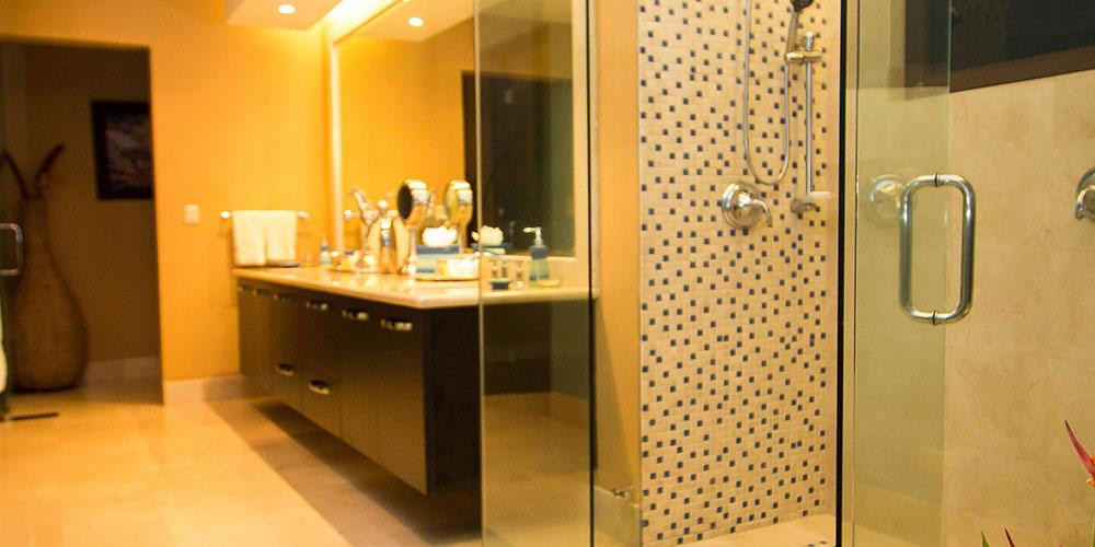 Villa Celaje bathroom