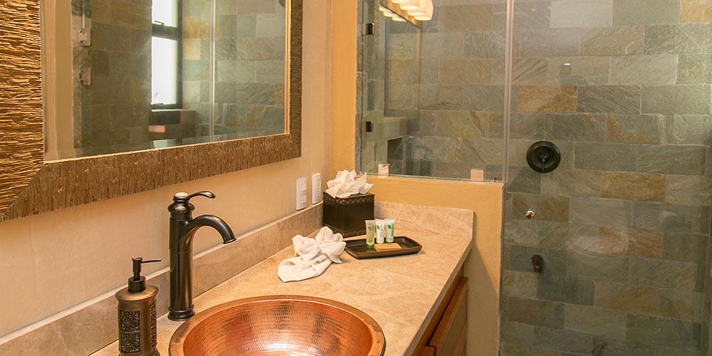 Villa Marbella bathroom