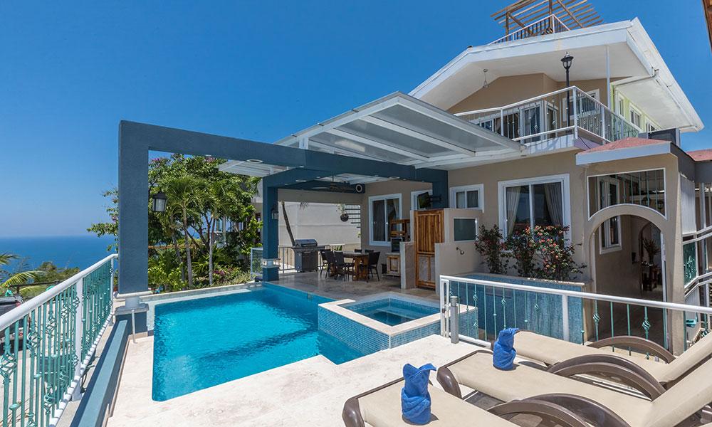 Casa Alta Vista pool and deck