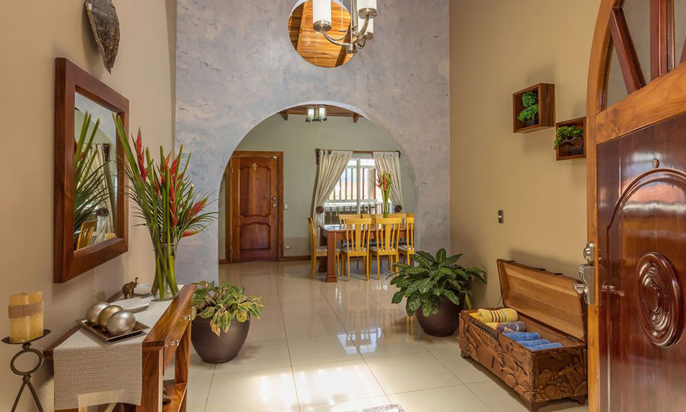 Casa Alta Vista living and dining room