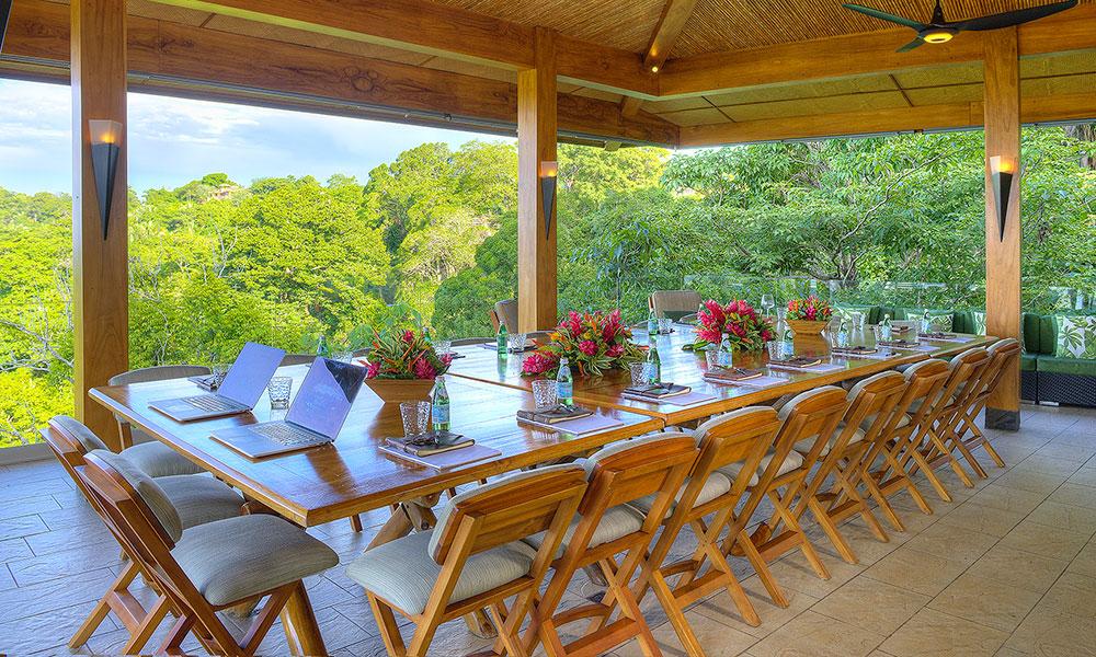 Villa Perfecta dining room