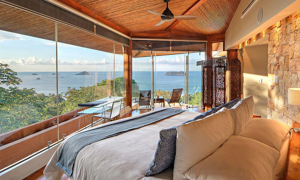 Villa Perfecta master bedroom