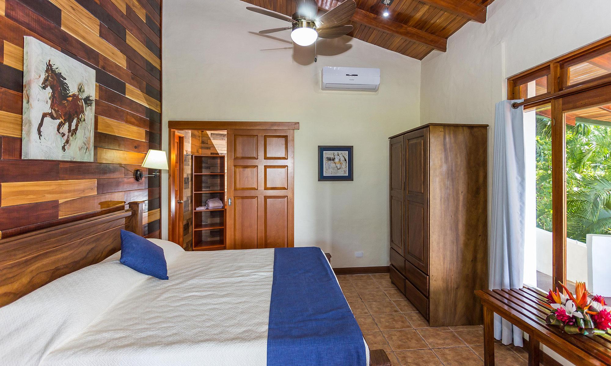 Villa Natura king bedroom