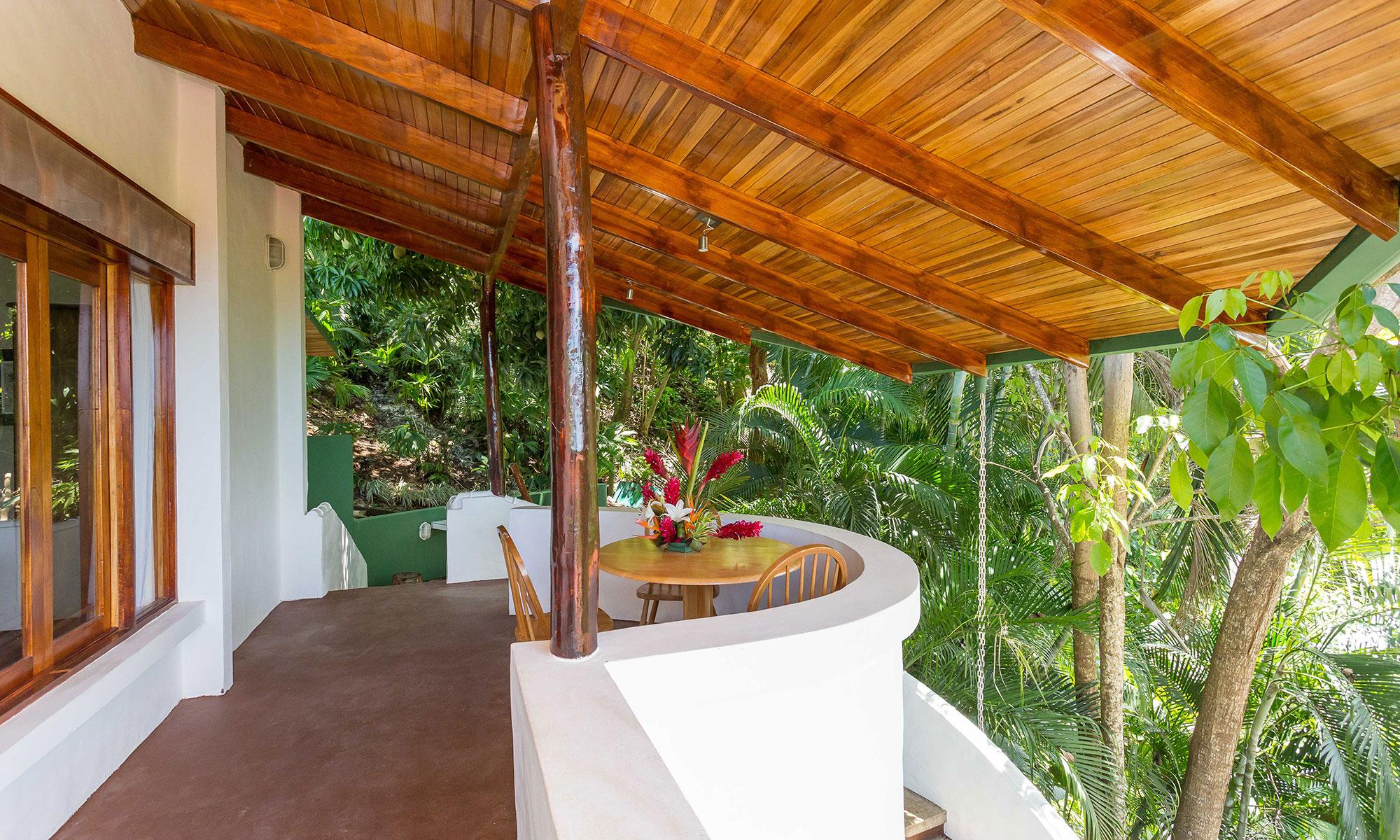 Villa Natura outdoor dining