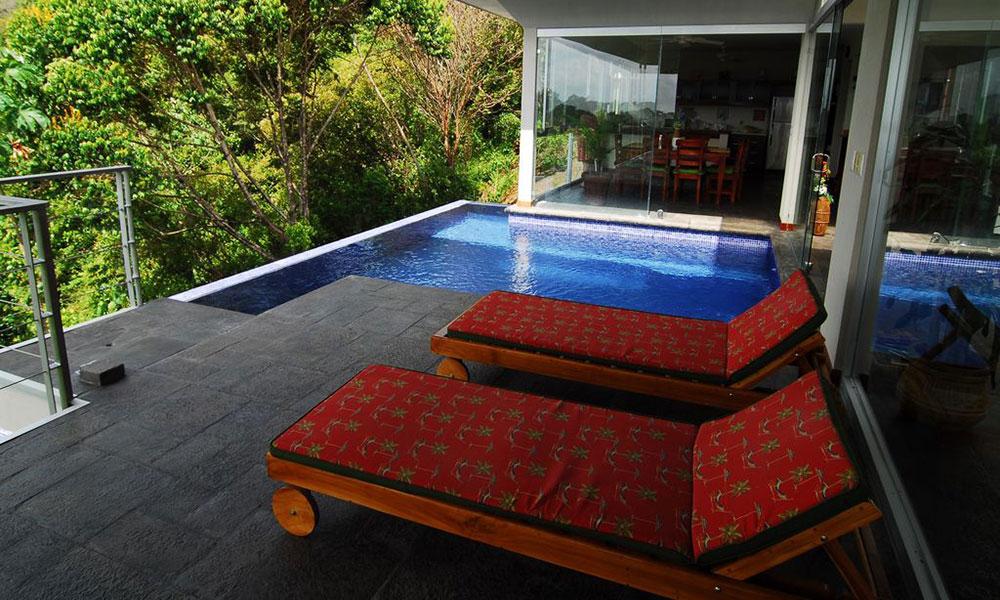 Casa de los Suspiros pool and deck