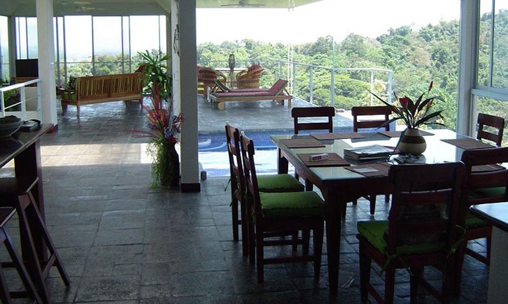 Casa de los Suspiros dining and living area