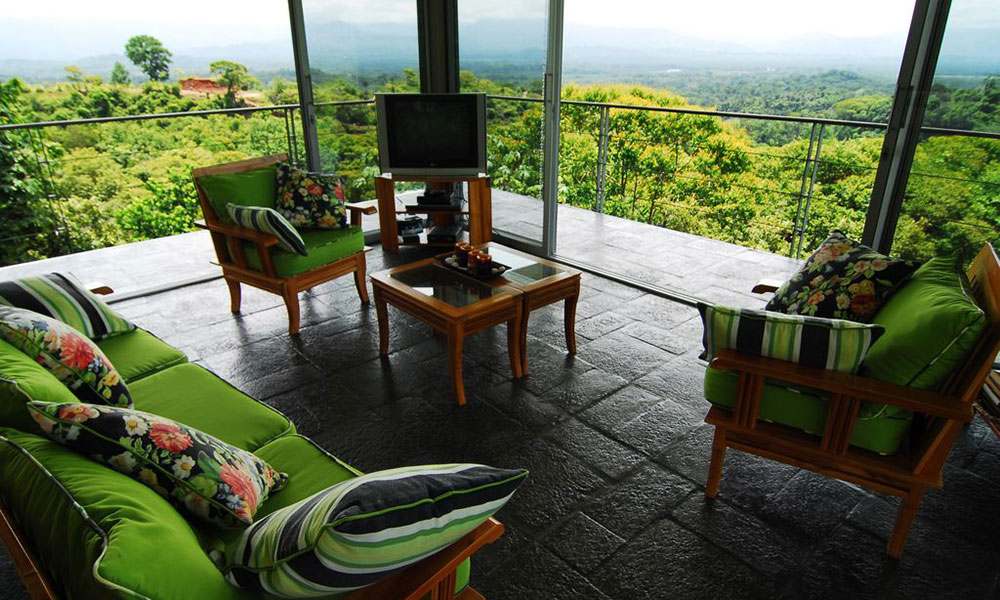 Casa de los Suspiros sitting area and television