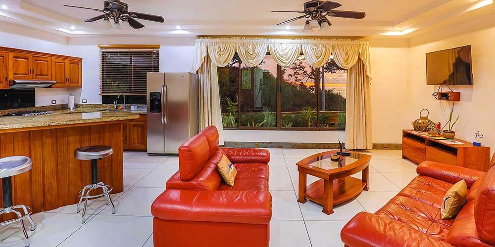 Casa Wyrica livingd ining sunset