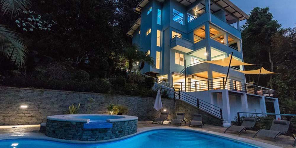 Villa Caimito exterior night