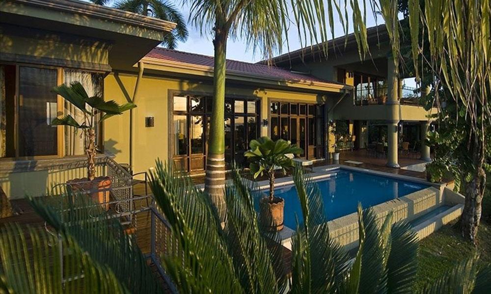 Manuel Antonio Vacation Properties: Casa Carolina entrance exterior