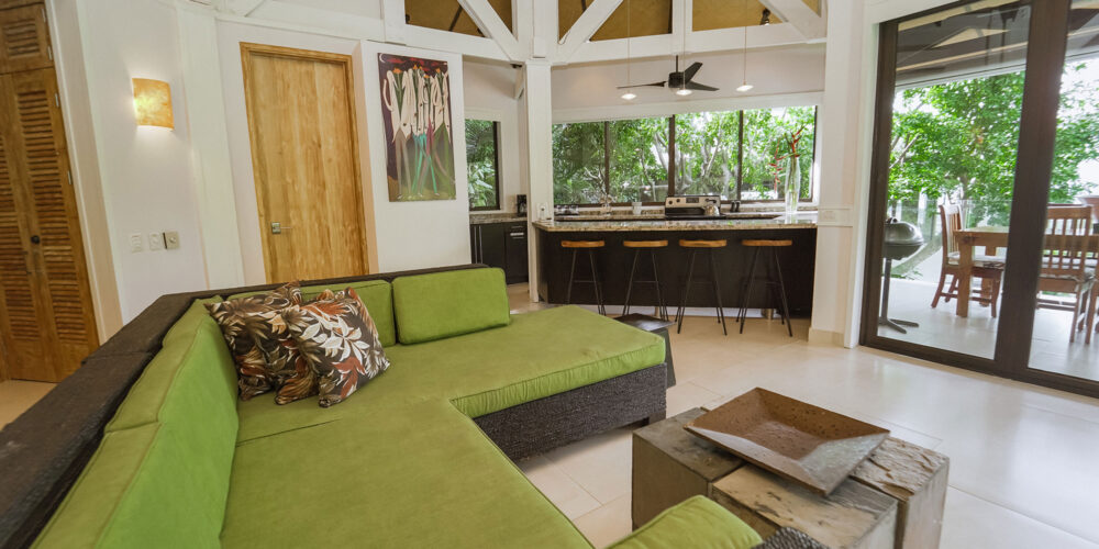 Casa Heliconia great room