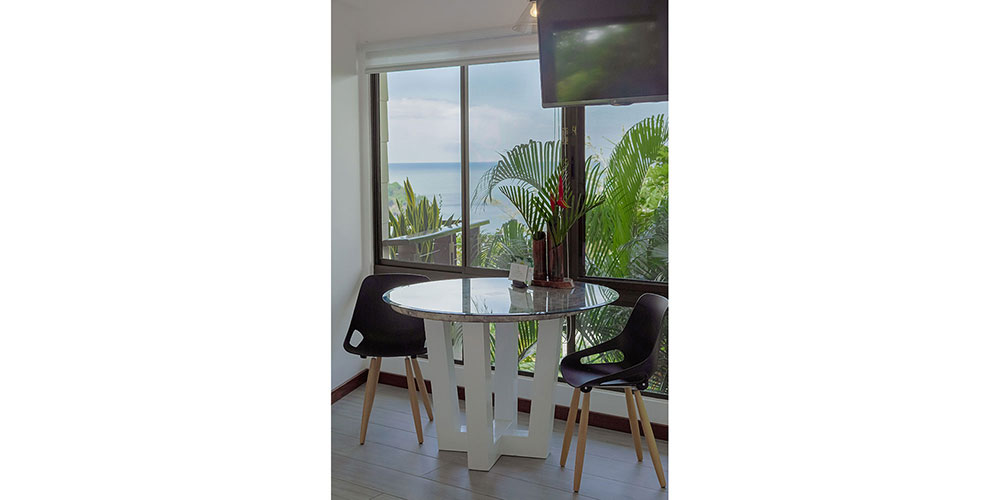 Sunset Hideaway Studio Dining1