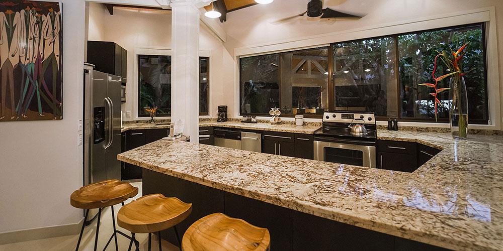 Casa Heliconia kitchen2