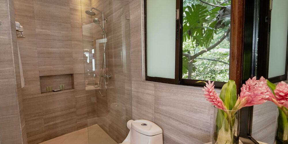 Sunset Hideaway Villa bathroom2