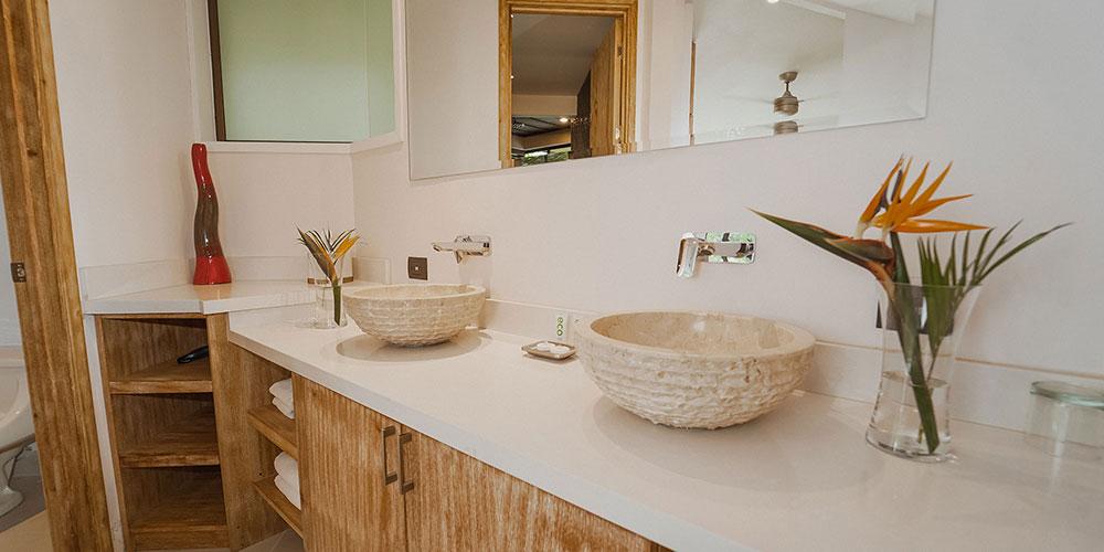 Casa Heliconia bathroom2