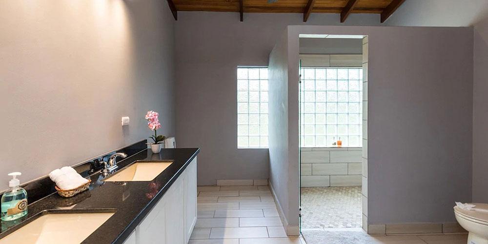 Casa Mariposa bathroom